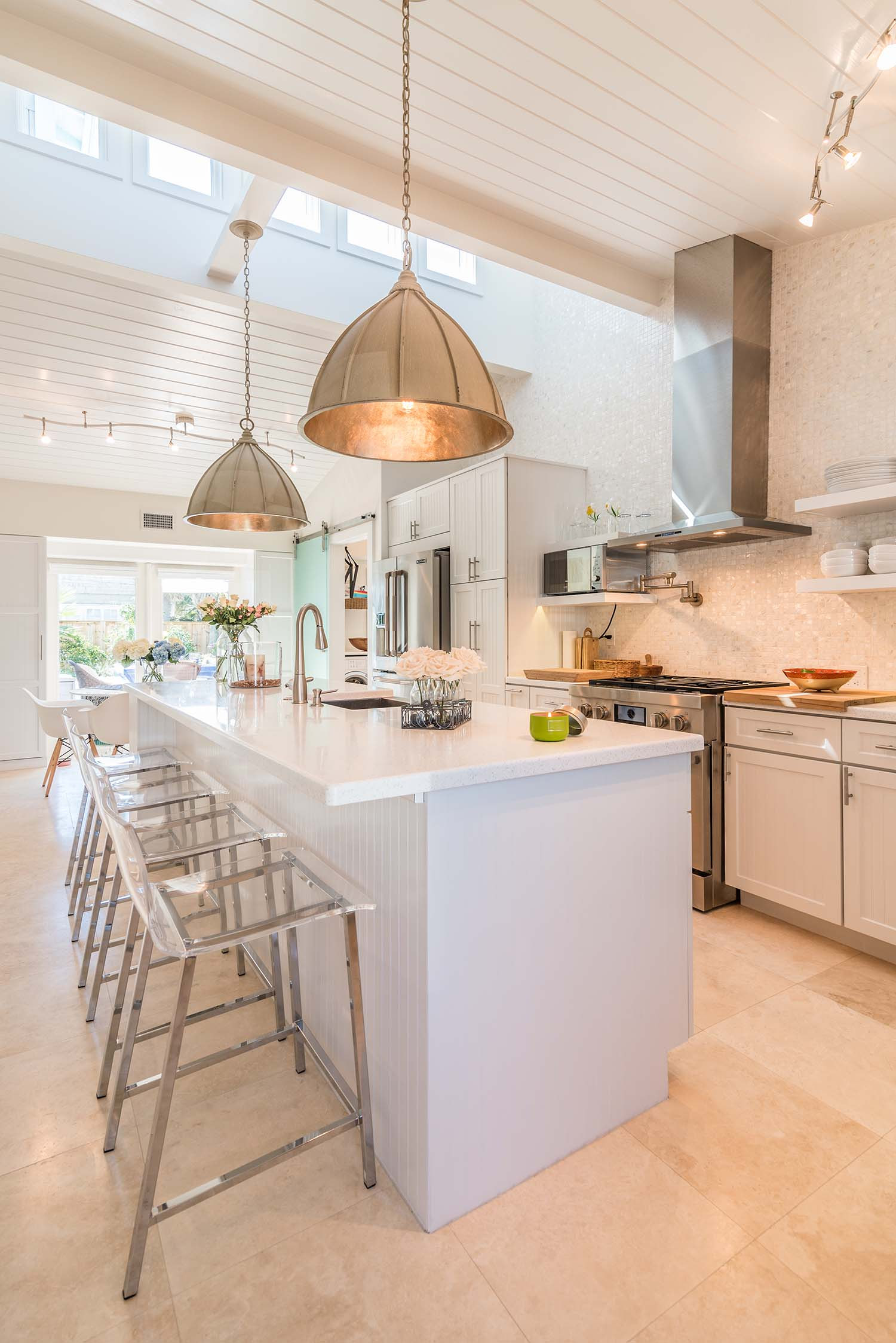 inside the chic a street beach bungalow of joel and laurie clingan