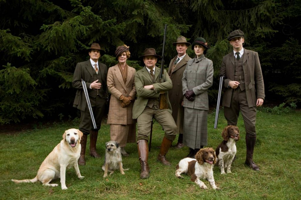 downton abbey cast poses in hunting attire